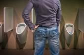 Állandó ember, hogy egy piszoár, WC pisilnek