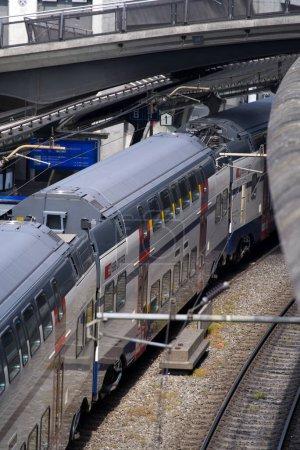 Estación de tren Zurich Stadelhofen en un hermoso día de verano. Foto tomada el 13 de junio de 2021, Zurich, Suiza.