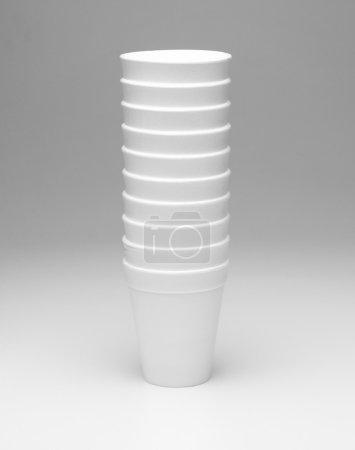 primer plano de vasos de plástico