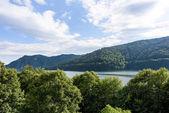 Foto vidraru jezero v pohoří fagaras, Rumunsko