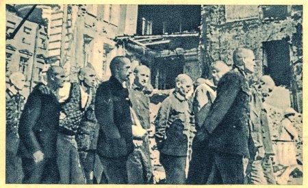Photo pour LENINGRAD - 1944 : Le siège de Leningrad était un blocus militaire prolongé entrepris du sud par le Groupe d'armées au nord de l'Allemagne nazie contre la ville soviétique de Leningrad (aujourd'hui Saint-Pétersbourg) sur le front de l'Est pendant la Seconde Guerre mondiale. Dans la phot - image libre de droit