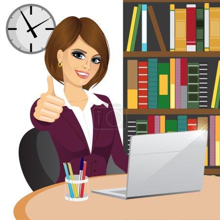 Illustration pour Succès femme d'affaires faire pouce vers le haut geste assis dans le bureau - image libre de droit