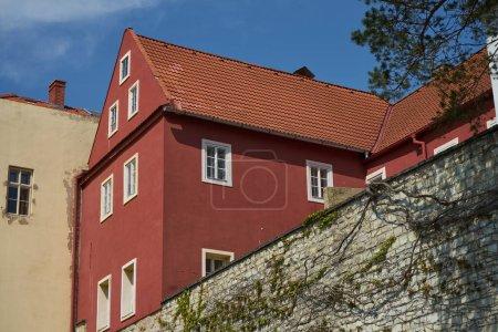 Photo pour Zatec, République tchèque - 11 mai 2021 - l'architecture dans le cadre des fortifications médiévales - image libre de droit