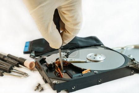 Foto de Screw hard disk drive to repair for recovery information,  data storage - Imagen libre de derechos