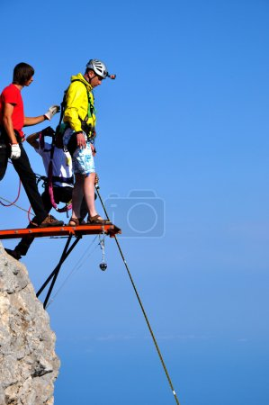 spotsman rope jumping off the cliff