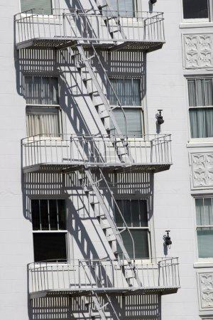Photo pour Escalier de secours, San Francisco, Californie, é.-u. - image libre de droit