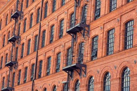windows auf alte gebaeude hintergrund