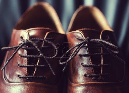 Gros plan de chaussures pour hommes en cuir marron