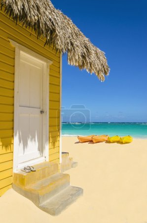 Beach cottage and colorful kayaks
