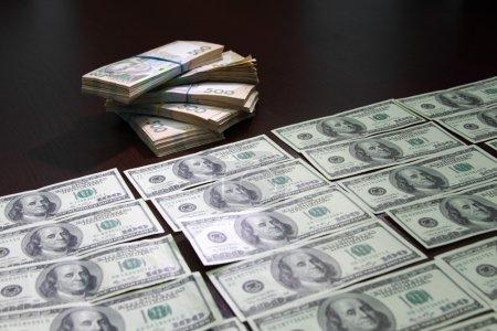 Photo pour Pot-de-vin, truc, greffe, payola, subornation, baksheesh, dollars américains et hryvnia ukrainienne - image libre de droit