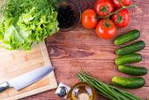 Zelenina, olej, sůl, sekání