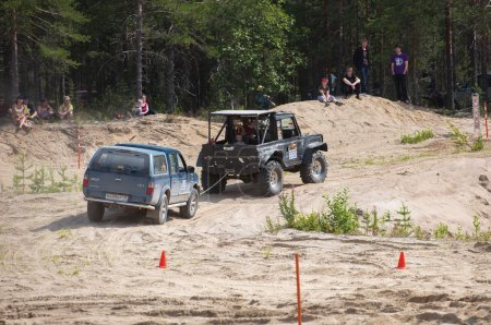 A damaged car is towed on a sandy track. Off-road racing. Girvas 18.07.2015. SUVs, Jeeps, ATVs. Summer, Sand.
