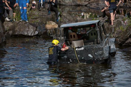 Jeep drowning in the lake. Participants of the race trying to help.