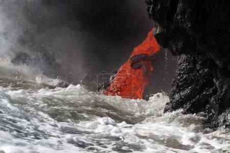 Photo pour Flux de lave en Hawaï - image libre de droit