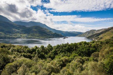 Photo pour Paysage des hautes-terres d'Écosse, Royaume-Uni. prises pendant le voyage en train jacobite de fort william à mallaig. - image libre de droit