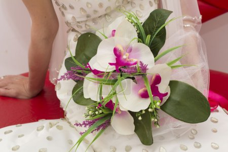 traditional wedding bride close up hands holding flowers