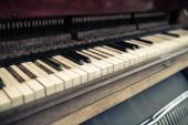 Starý klavír