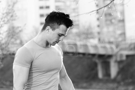 Lifestyle portrait sporty man training in the city, workout, fit