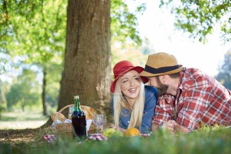 gesundes vegetarisches oder veganes Picknick mit leckerem Fruchtaufstrich