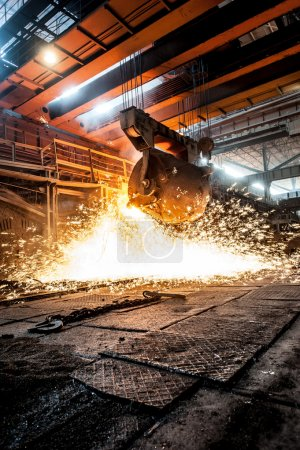 from ladle pours red-hot steel