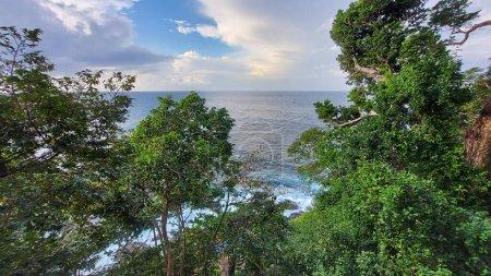 Photo pour La Mer et balançoire - image libre de droit
