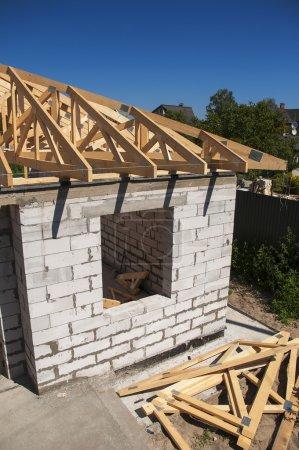 Dachhausbau mit Porenbeton (aac), auch bekannt als autoklavierter Zellbeton (acc), autoklaviertem Leichtbeton (alc), autoklavierter Betonwand.