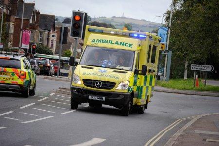 Photo pour 28/08/2015 - Exeter 999 Ambulance avec le fil bleu s'allume. - image libre de droit