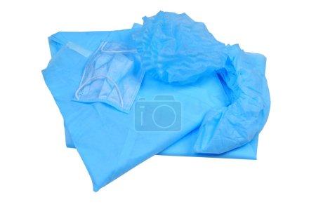 Photo pour Ensemble de salopettes pour l'hôpital une couche, robe, couvre-chaussures, casquette et masque. isolé sur fond blanc. vue d'en haut - image libre de droit