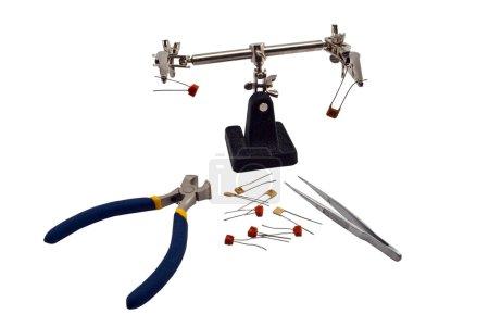 Photo pour Clip pour composants radio, pinces et pinces coupantes - image libre de droit