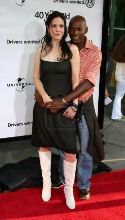"""Photo pour WESTWOOD, Californie. USA - 11 AOÛT 2005 : Mary Louise Parker et Romany Malco à la première mondiale """"The 40 Year Old Virgin"""" au ArcLight Theatre - image libre de droit"""