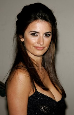 Photo for BEVERLY HILLS, CA, USA - FEBRUARY 08, 2007: Penelope Cruz attends the Rodeo Drive Walk Of Style Award honoring Gianni and Donatella Versace held at the Beverly Hills City Hall in Beverly Hills. - Royalty Free Image