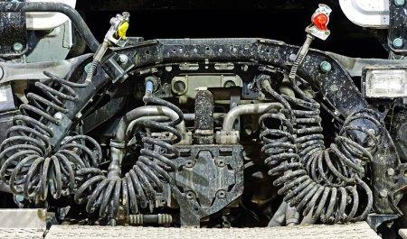 Photo pour Tuyaux d'air comprimé d'un camion, tuyaux spiraux pour le système de freinage - image libre de droit