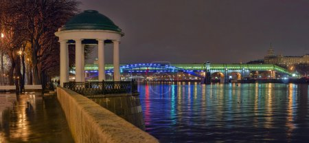 The embankment of the Moscow river at night 2