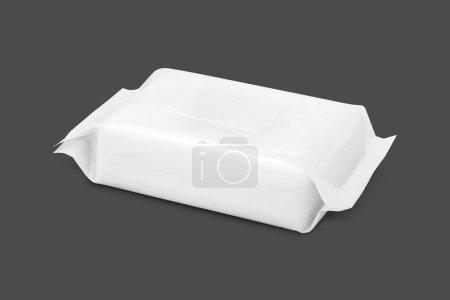 Photo pour Papier d'emballage vierge lingettes poche isolée sur fond gris avec chemin de coupe - image libre de droit