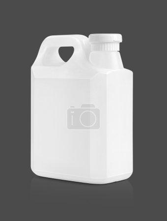 Photo pour Emballage vierge gallon en plastique blanc isolé sur fond gris avec chemin de coupe - image libre de droit