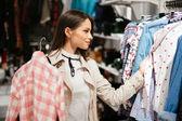 Krásná moderátorka nákup oblečení