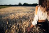 """Постер, картина, фотообои """"Красивая женщина в поле ячменя"""""""