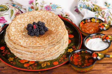 Photo pour Shrovetide, crêpes traditionnelles russes - blini, gâteaux faits maison - image libre de droit