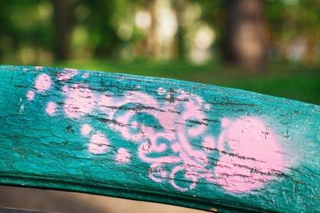 różowy serce na powierzchnię zielony