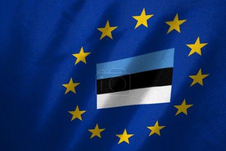 Photo pour Drapeau estonia dans le drapeau de l'UE sur le tissu - image libre de droit