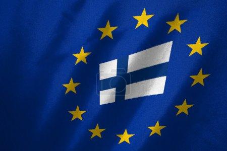 Photo pour Drapeau finlandais dans le drapeau de l'UE sur le tissu - image libre de droit