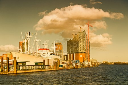 Germany, Hamburg, View to Elbe Philharmonic Hall with clouds