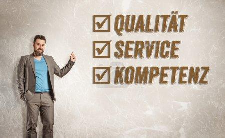 Photo pour Homme d'affaires pointant vers le texte, Qualité, Service, Compétence - image libre de droit