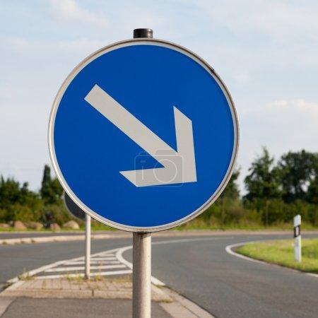 Photo pour Panneau routier, à droite - image libre de droit