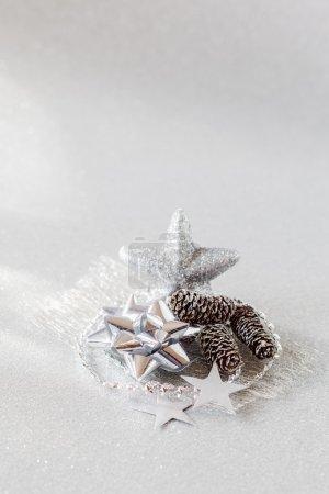 Photo pour Arrangement de Noël avec décorations en argent - image libre de droit