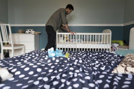 Comprobación del bebé dormido