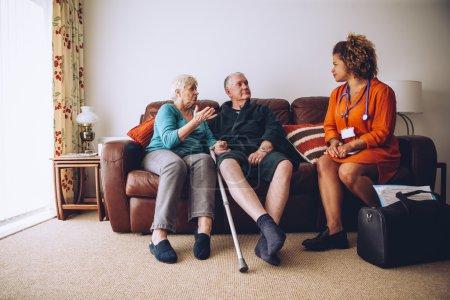 älteres Ehepaar mit häuslicher Pflege