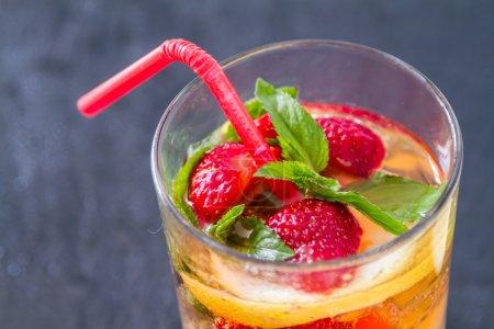 Strawberry lemonade and ingredients