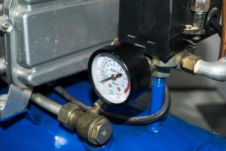 Photo pour Pompe à air mètre un dispositif de pompage de l'air entrant ou sortant d'un espace clos - image libre de droit