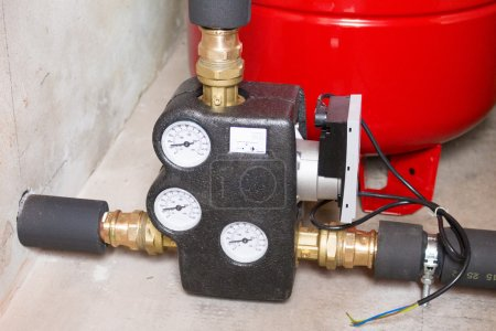 Electronic circulation pump with mixing valve